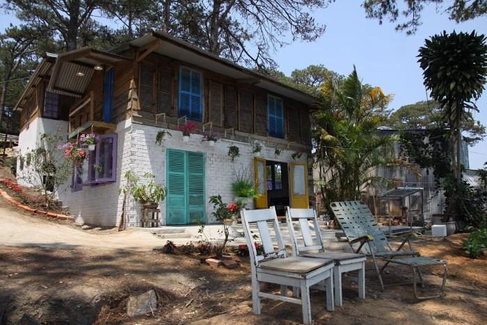 Căn nhà nhỏ giữa đồi thông cao - Ảnh: homefarmdalat