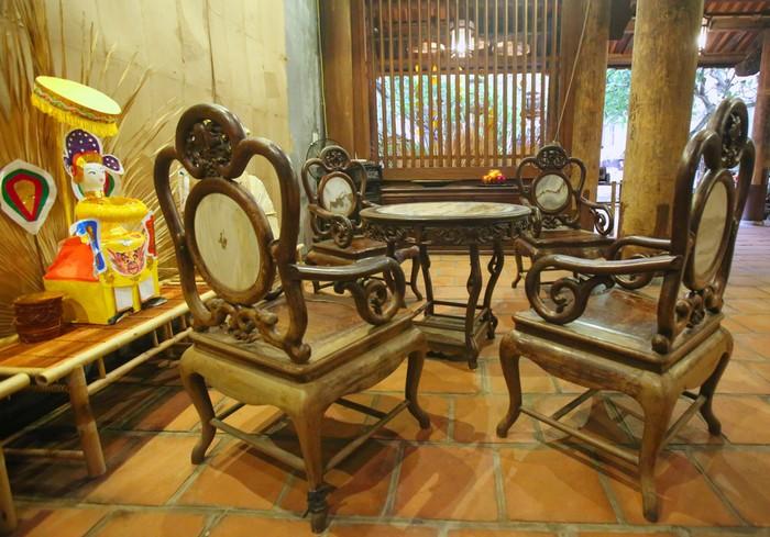 Năm 2009, đình Kim Ngân được trùng tu tôn tạo, và nới rộng mặt bằng với diện tích 575 m2. Hiện trong đình kê bộ bàn ghế và tấm hoành phi câu đối cổ.