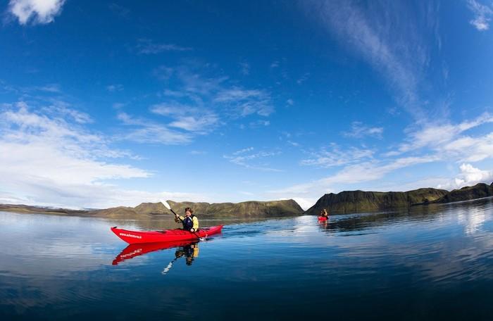Ngoài ra, bạn cũng có thể tham gia các hoạt động mạo hiểm như leo núi lửa, cưỡi ngựa, đi xe trên sông băng, chèo thuyền hay leo lên các thác băng.