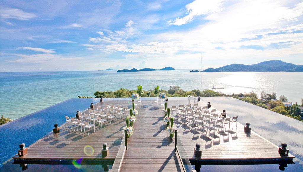 Với việc thiết kế theo phong cách rooftop, bạn thoải mái phóng tầm mắt đi 360 độ để có thể tận hưởng hết vẻ đẹp của đảo.