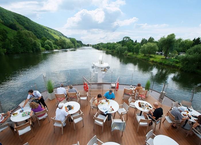 Du lịch trên sông rất được du khách ưa chuộng