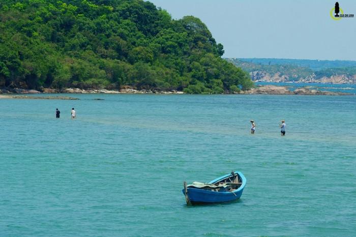 Nhất Tự Sơn là một trong những hòn đảo đẹp nhất của vịnh Xuân Đài, thuộc địa bàn xã Xuân Thọ 1, thị xã Sông Cầu.