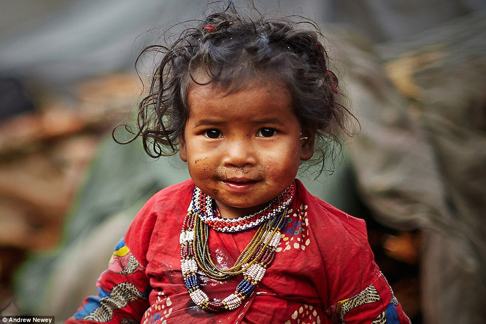 Vì Raute là những người sống nay đây mai đó, họ thường xuyên di chuyển chỗ ở. Không ai trong bộ tộc được đi học hay có công việc ổn định.