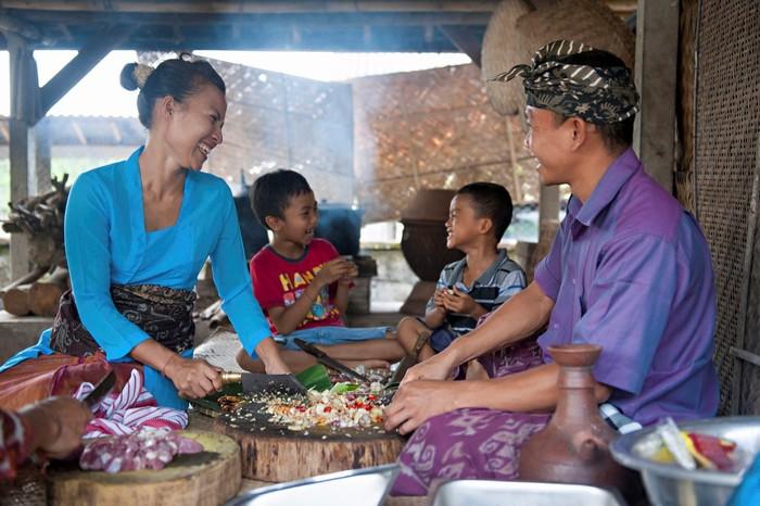 Làng nghề truyền thống luôn nồng ấm chào đón du khách