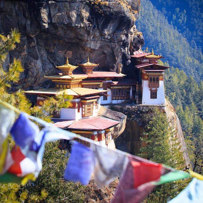 Ngôi đền nằm trên ngọ núi cao