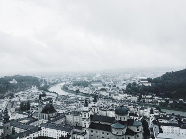 Ngôi làng nằm lọt thỏm giữa Salzburg và Galz - Ảnh dự thi Herewego: Nguyễn Hiếu