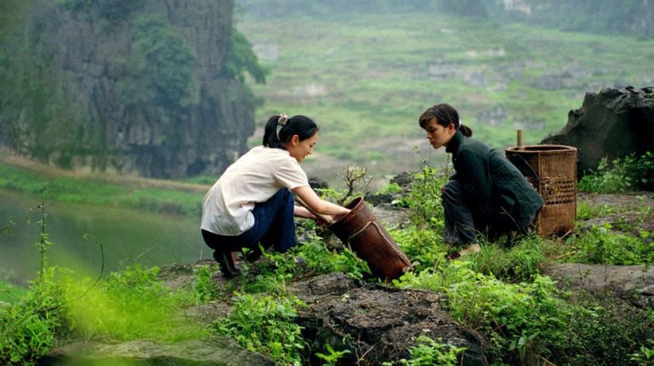 Hai cô nàng diễn viên Hoa - Pháp trên đất Việt