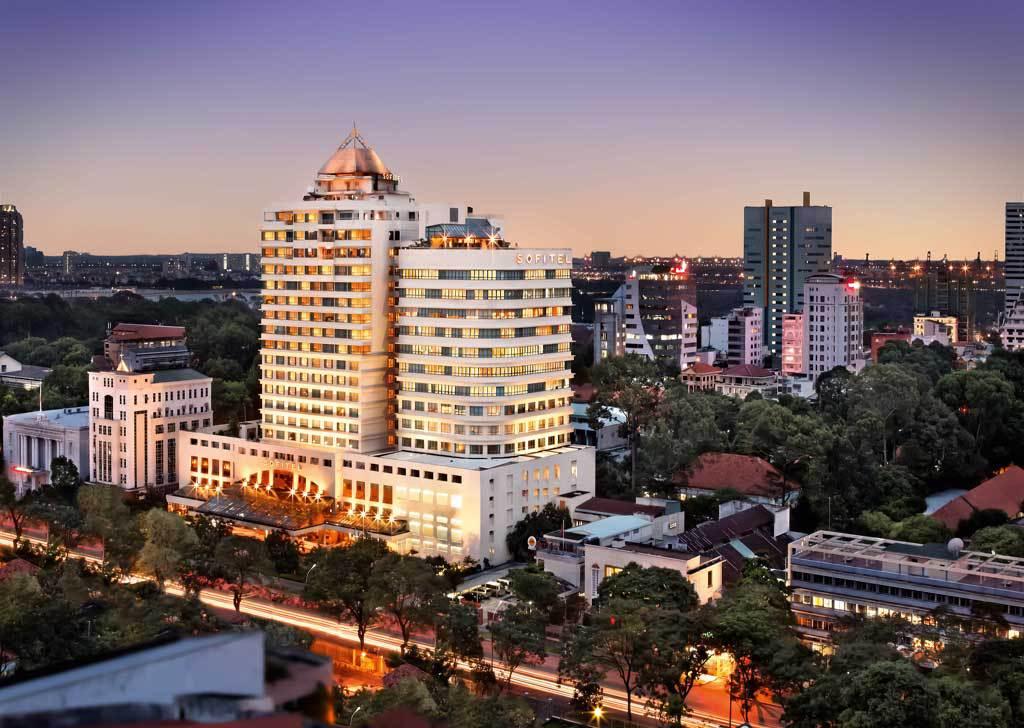 Sofitel Plaza Sài Gòn là khách sạn 5 sao hàng đầu tại TP HCM, nằm trên đường Lê Duẩn, quận 1, gồm 286 phòng.