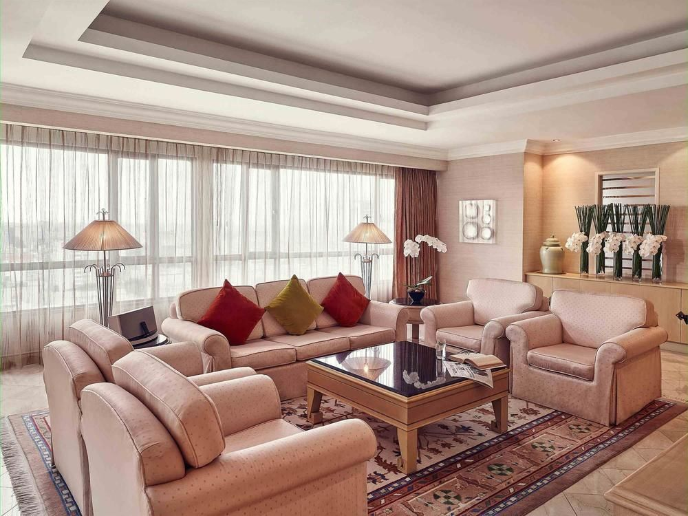 Phòng được thiết kế trang nhã, cổ điển nhưng vẫn toát lên vẻ hiện đại.