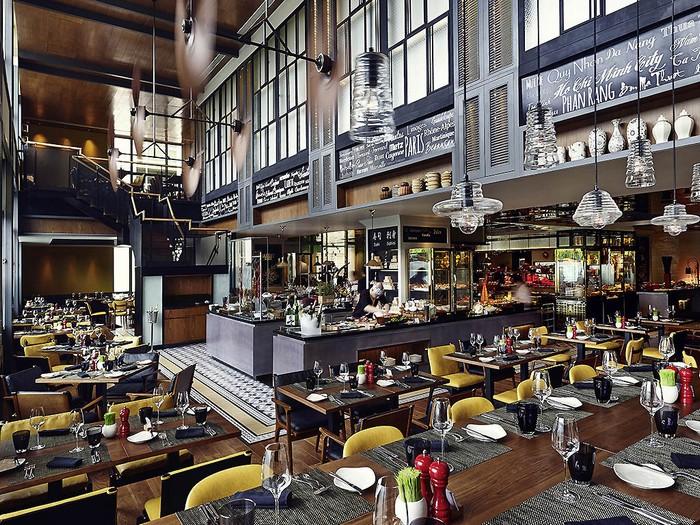 L''Olivier là nhà hàng phong cách Pháp nằm trong khách sạn. Tại đây, thực khách sẽ được phục vụ các món ăn theo phong vị Provence trong không khí ấm cúng và thoải mái.