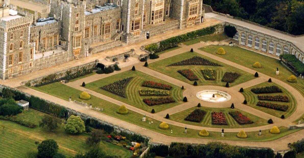 Khu vườn trong cung điện Newmarket của vua Charles II