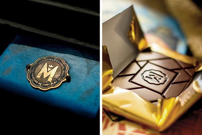 Từng tấm giấy gói Chocolate này đều được in và ép lụa hoàn toàn bằng thủ công hết sức cầu kỳ nhưng vẫn sắc sảo thế nên đã giúp nó giành một giải thưởng danh giá khác về chiếc vỏ bọc Chocolate tinh tế nhất.