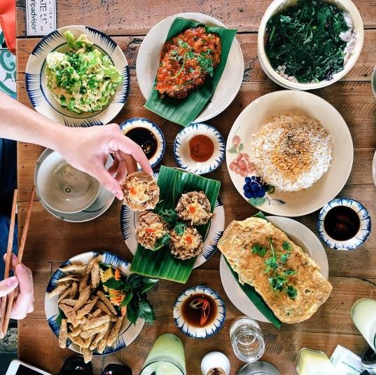 Khi bữa cơm gia đình được trở thành thứ khiến bạn bè quốc tế quan tâm - Ảnh 19.
