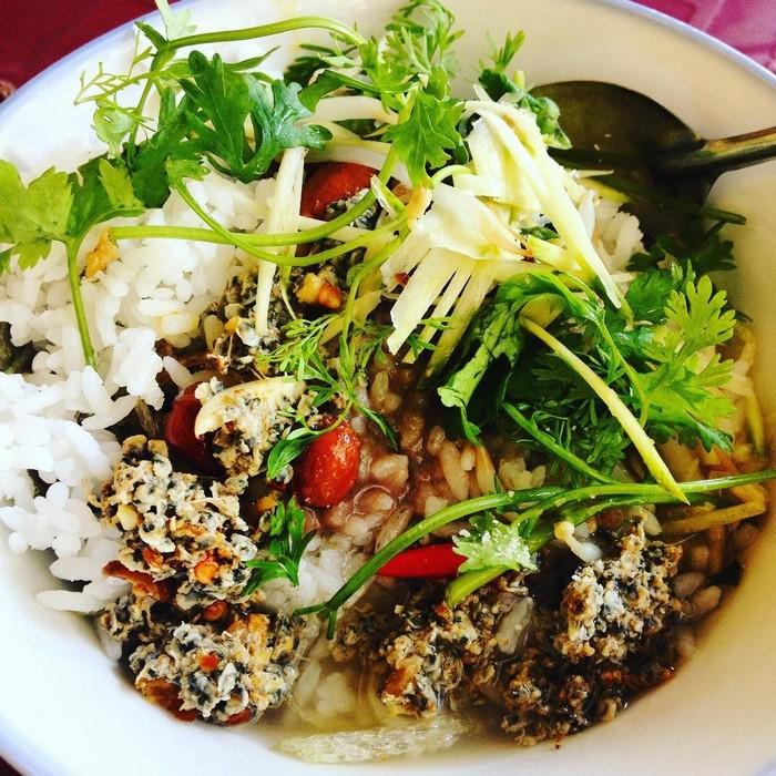 Cơm hến trở nên quen thuộc trong ẩm thực Việt