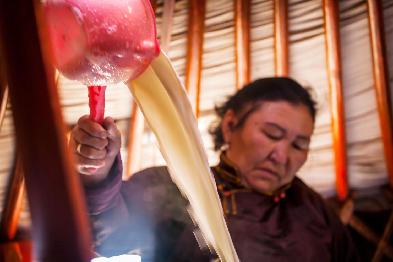 Món sữa dê ấm nóng quá thích hợp cho khí hậu lạnh ở thảo nguyên