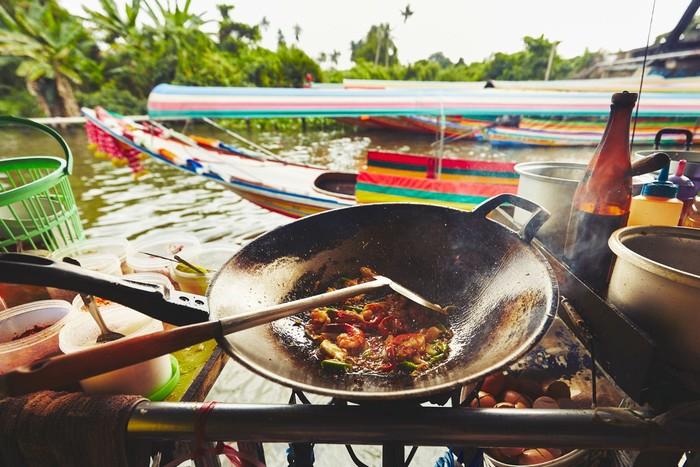 Những món ăn địa phương dù trông hấp dẫn nhưng đôi khi lại không hợp khẩu vị của bạn