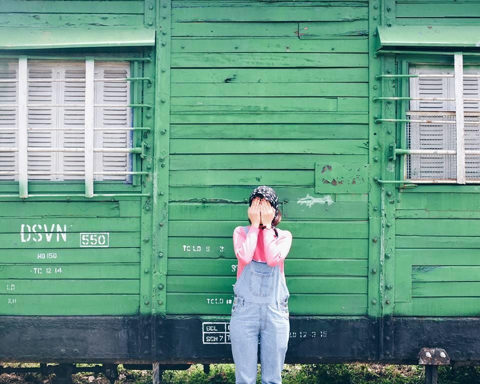 Xe lửa bên trong nhà ga được nhiều bạn trẻ chọn làm nơi chụp hình