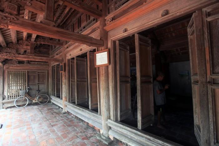 Các cánh cửa vẫn hoạt động tốt dù đã qua 2 thế kỷ - Ảnh: Lê Bích