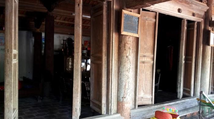 Nhà được xây từ các loại gỗ quý hiếm - Ảnh: Nguyễn Dương