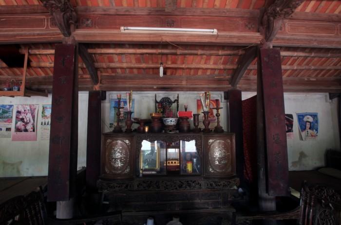 Nơi thờ phụng của ngôi nhà nằm ở gian chính - Ảnh: Lê Bích