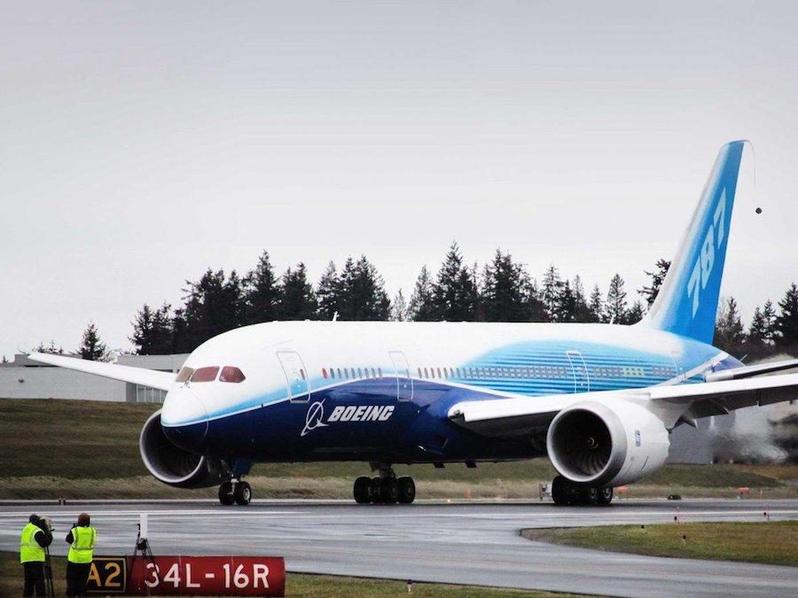 Boeing 787-8 Dreamliner là phi cơ được giới siêu giàu ưa chuộng nhờ diện tích sàn lên tới 222 mét vuông, có khả năng bay liên tục 17 tiếng, đủ để đưa hành khách tới bất kỳ đâu trên thế giới.
