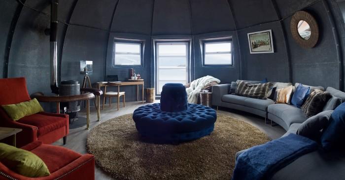 Phòng khách bắt mắt với những gam màu được pha trộn tinh tế - Ảnh: White Desert