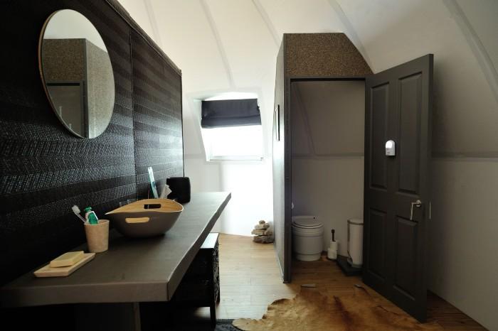 Phòng tắm sang trọng với thiết kế đơn giản mà đẹp - Ảnh: White Desert