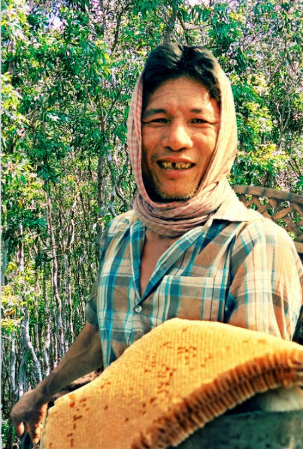 Phan Văn Rí, chủ cơ sở sản xuất mắm ong Hai Ngò (thị trấn U Minh, huyện U Minh), cho biết trung bình mỗi năm ông bán ra thị trường khoảng một tấn mắm ong có giá 80.000 đồng/kg, khoảng một nửa trong số đó được bán vào dịp Tết Nguyên đán.