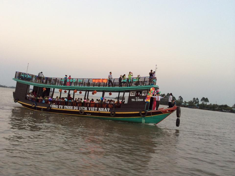 Phải kiểm tra số lượng hành khách tối đa được quy định trước khi lên tàu