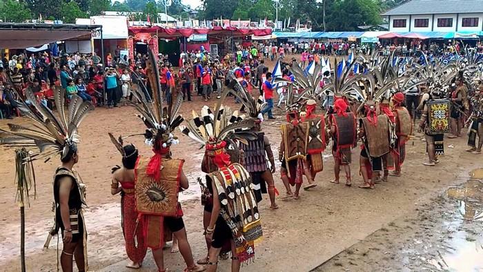 Các nghi thức truyền thống cổ xưa của bộ lạc