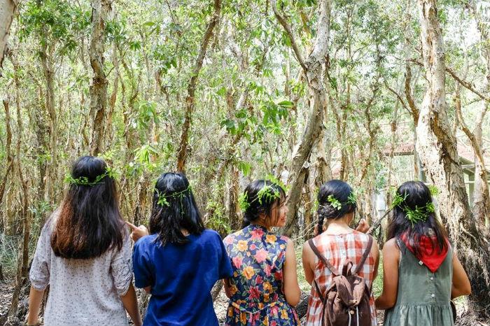 Hóa thân thành những nàng công chúa len lỏi trong rừng