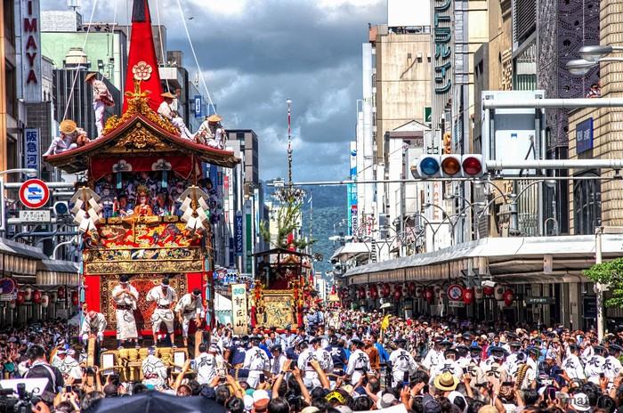 Lễ hội Gion với buổi diễu hành hoành tráng trong dịp tháng 7