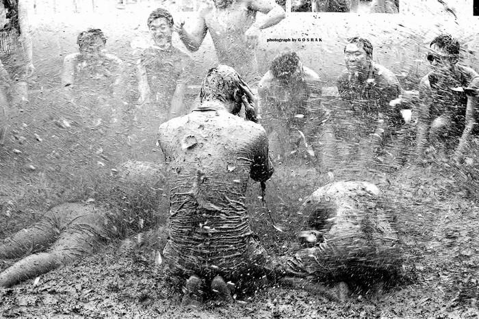 Lễ hội tắm bùn độc đáo ở Hàn Quốc mang đến những trải nghiệm thú vị