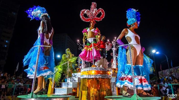 Lễ hội hóa trang Santiago khấy động không gian sôi động, tưng bừng