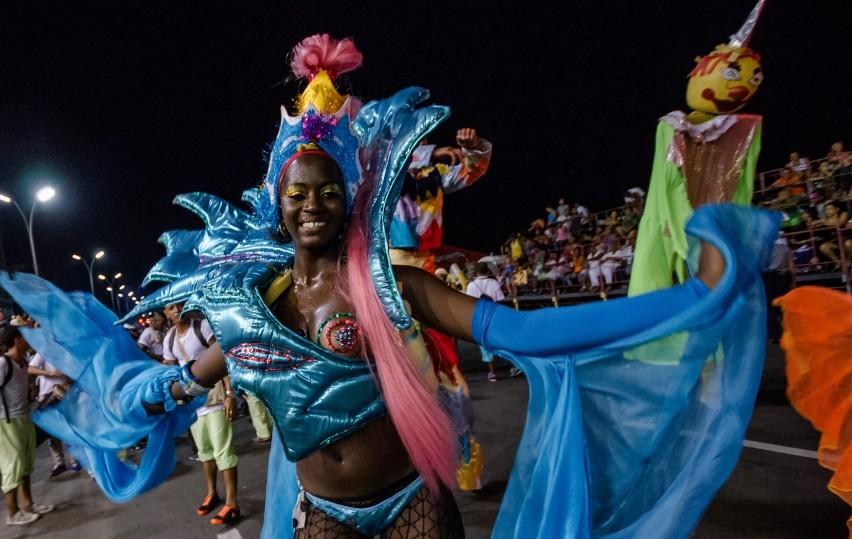 Lễ hội như bữa tiệc của sắc màu rực rỡ, của những giai điệu rộn rã và điệu nhảy đặc sắc