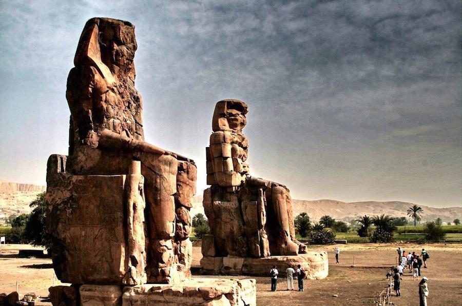 Memnon là tên tượng đá, cũng là tên một vị vua của Ethiopia, người đứng đầu quân đội bảo vệ thành Troy và cuối cùng chết dưới tay Achilles.