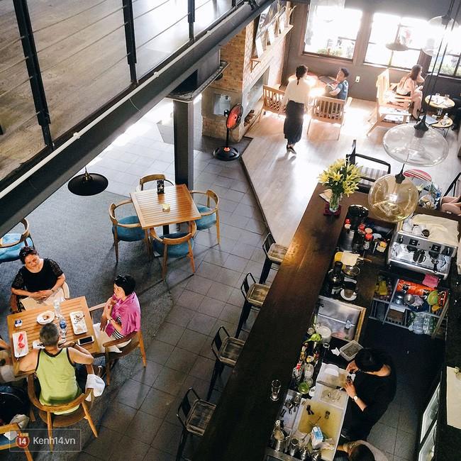 Khu vực nhà hàng và quán ăn được phân cách vô cùng tinh tế.