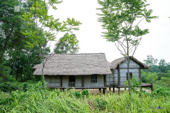 Khu vực tái hiện những ngôi nhà của người dân tộc phía Tây Bắc khá rộng và đa dạng với nhiều kiểu nhà ấn tượng. Tuy nhiên, lượng khách đến tham quan vẫn còn thưa thớt.