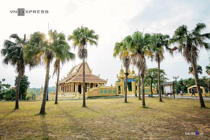 Cụm III là làng các dân tộc Chăm, Khmer, Chơ Ro, Chơ Ru với nhiều công trình lớn và quy mô. Khu quần thể chùa Khmer khá rộng, lấy chính điện làm trung tâm, các công trình khác được bố trí xung quanh và liên kết với nhau bằng những con đường nhỏ len lỏi giữa vườn cây.