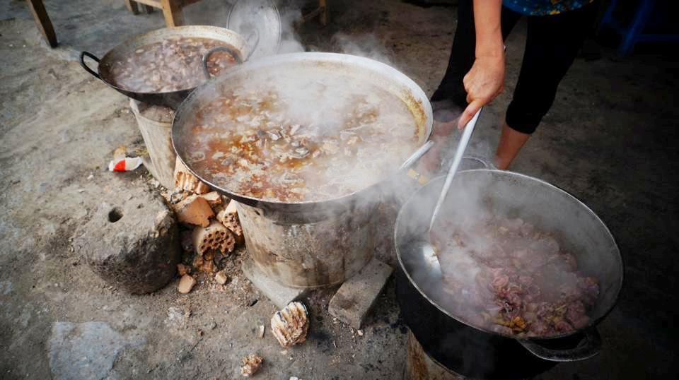 Đến vùng cao Y Tý, Lào Cai, cô gái lựa chọn món phở thịt ngựa với giá 25.000 đồng. Ở chợ phiên Bắc Hà, cô gái ăn thắng cố với giá mỗi bát là 70.000 đồng. Do ăn không quen mùi ngai ngái của thắng cố, Phương tự nhủ sẽ không dám ăn lần hai.