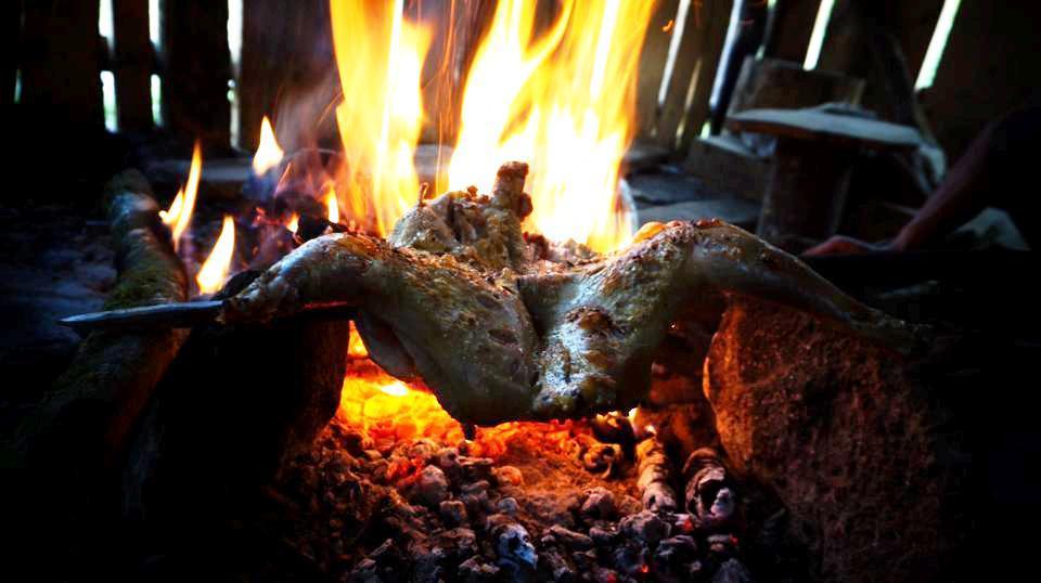 Rong ruổi trên hành trình xuyên Việt, Phương Chíp có dịp leo Bạch Mộc Lương Tử, thưởng thức gà nướng trên lán trại 2.100 m của anh Tủa - người dẫn đường khiến cô gái nhớ nhất. Bởi trong cái rét của rừng hoang cộng dồn cái mệt làm cho tình thương giữa con người trở nên quý giá hơn.