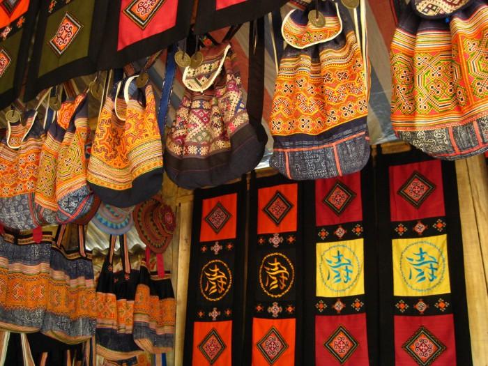 Thổ cẩm Sa Pa có những họa tiết độc đáo, xinh xắn