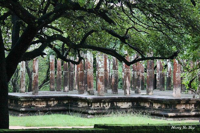 Sri Lanka (hay Tích Lan) là nơi tập trung một trong những quần thể văn hóa và cổ vật lớn nhất thế giới. Sri Lanka có 7 Di sản văn hóa được UNESCO công nhận.