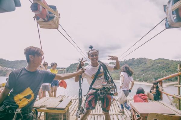 Đu zipline chắc chắn sẽ là một trong những trải nghiệm bạn không thể nào quên được ở đây.