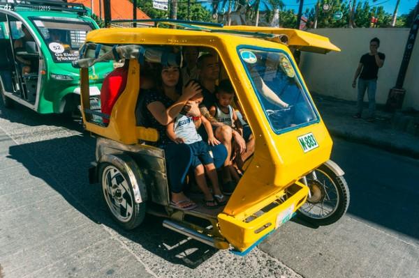 Bạn cũng phải làm quen với Tricycle khi đến Boracay nhé. Bởi đây là phương tiện chính dùng để di chuyển quanh đảo.