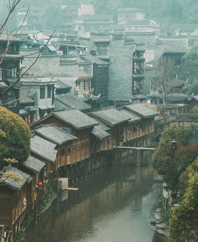 Một góc Phượng Hoàng cổ trấn