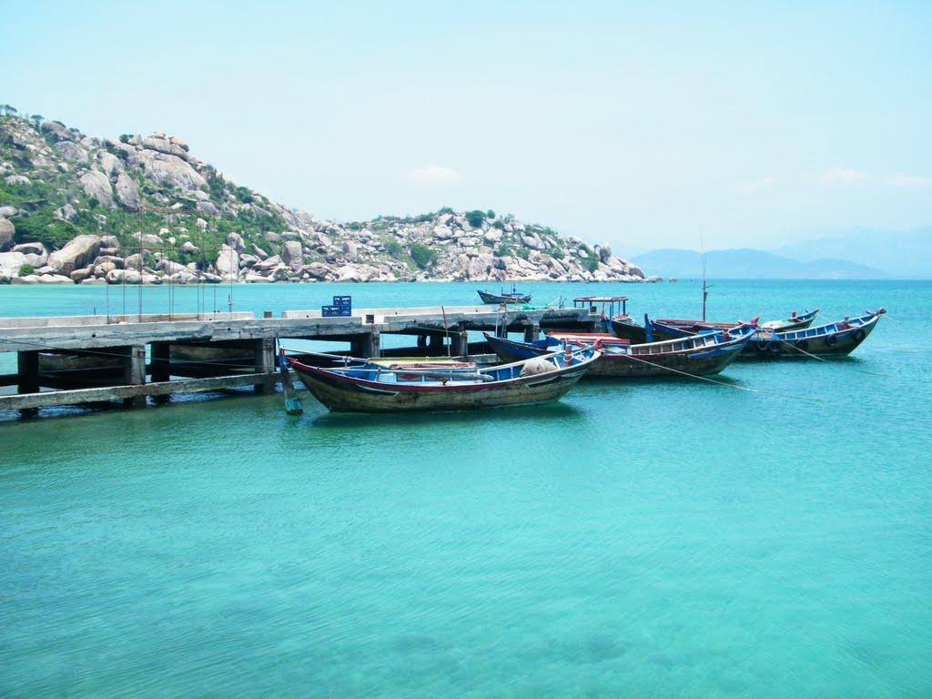 Biển Bình Lập mang màu xanh ngọc bích quyến rũ - Ảnh: Dan Baldini