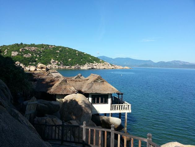 Resort Ngọc Sương nổi tiếng trên biển Bình Lập - Ảnh: Resort Ngọc Sương