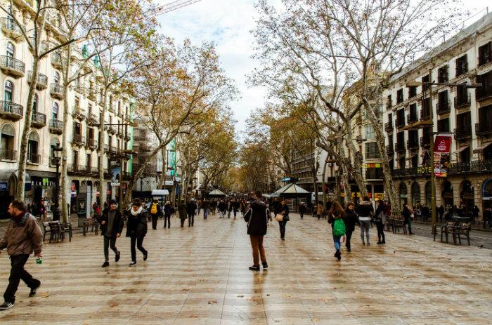 Phố La Rambla Barcelona mùa cuối thu đầu đông