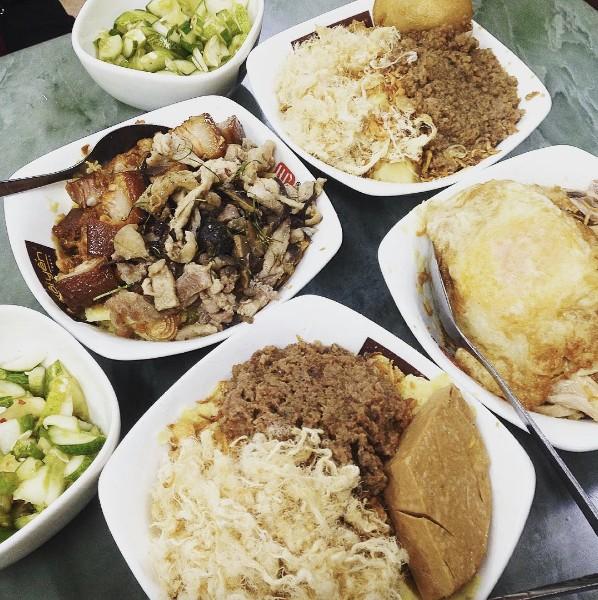 4 hàng xôi mà nửa đêm đói bụng, người Hà Nội lại muốn... lao ra làm ngay 1 bát rồi về! - Ảnh 4.